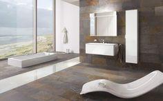 Le blanc et la pierre s'associent pour donner une salle de bains très design