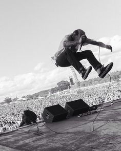 Ben Barlow of Neck Deep at Reading Fest by elmakias