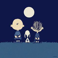 Peanuts cartoon characters Charlie Brown, Snoopy and Linus Van Pelt admiring the moon Snoopy Love, Charlie Brown Und Snoopy, Snoopy And Woodstock, Peanuts Cartoon, Peanuts Snoopy, Peanuts Comics, Film Anime, Good Night Moon, Night Night