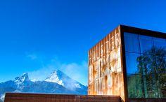 Das Haus der Berge wird im Früjahr 2013 öffnen. Direkt am Ortseingang zum Markt Berchtesgaden erwartet Gäste und Einheimische dann das neue Informations- und Bildungszentrum des Nationalparks Berchtesgaden. Zusammen mit seinem weitläufigen Außenbereich vermittelt das Haus der Berge dann die einzigartige Natur den Nationalparks Berchtesgaden vom Grund des Königssees bis zum Gipfel des Watzmann.