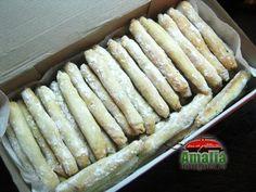 Cornulete Kent Dessert Recipes, Desserts, Hot Dog Buns, Christmas Cookies, Gem, Biscuits, Bread, Baking, Food