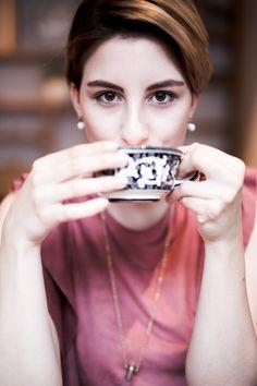 Coffee #browneyes #coffee #browneyedgirl #shorthair #blogger #fashionblogger #glasschuhloves #germanblogger