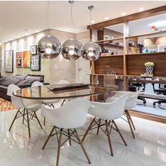 Hoje a inspiração da noite fica por conta das profissionais Flavia Rene e Leticia Resende. E ai pessoal gostaram? Mesa Saarinen, Breakfast Nook, Eames, Dining Table, Dining Rooms, Chair, Instagram, Furniture, Design