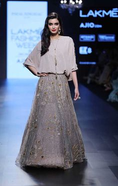 Designer Payal Singhal's collection called 'Lady M' at Lakmé Fashion Week Summer/Resort 2017 saw Bollywood Diva Diana Penty walking the ramp at the show. Indian Gowns Dresses, Pakistani Dresses, Indian Outfits, Diana Penty, Lehenga Designs, India Fashion, Fashion Show, Ethnic Fashion, Lakme Fashion Week 2017