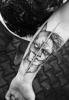Là où certains voient des lignes inachevées et imparfaites, cette artiste tatoueuse polonaiseInez Janiak voit une forme d'art. Inez a déjà plus de 60.000 abonnésInstagram qui apprécient ses oeuvres régulières.Son style unique explore un assez petit nombre de thèmes, mais les deux principaux domaines sont la nature et les animaux.