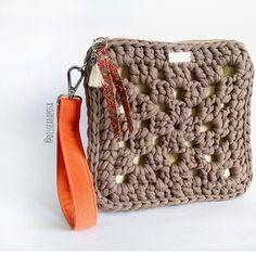 ❤️❤️❤️ Crotchet Bags, Knitted Bags, Merino Wool Blanket, Yarn Crafts, Felicia, Crocheting, Mini Backpack Purse, Crochet Purses, Satchel Handbags