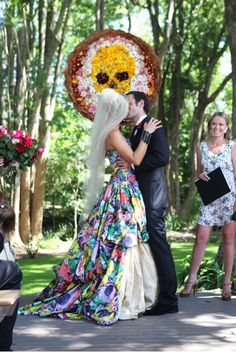 This wedding dress. Stylish, avant-garde and perfectly exquisite.