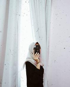 Casual Hijab Outfit, Ootd Hijab, Girl Hijab, Hijab Chic, Modern Hijab Fashion, Muslim Fashion, Tmblr Girl, Girls Mirror, Girl Photography Poses