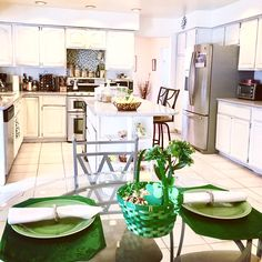 Our #kitchen is feeling the #stpatricksday spirt too! It even has its own #potofgold from which you can eat.  Pops of #green in different tones and shades add so much fun to this #tablesetting too. We are ready to #celebrate! ☘️ #welcometoourhome #welcometoourhouse #theme #themed #themeddecor #stpattysday #table #kitchentable
