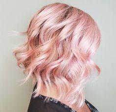 Hair highlights rose gold balayage Ideas for 2019 Angled Bob Haircuts, Haircuts For Curly Hair, Long Bob Hairstyles, Curly Hair Styles, Curly Lob, Short Haircuts, Layered Hairstyles, Baby Pink Hair, Pastel Pink Hair