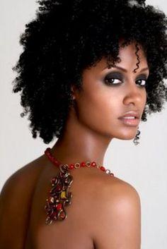 Jeune femme noire et sexy #chocomeet @BenDeChocomeet #team237 chocomeet.com #RencontreAfricaine @chocomeet #Africa
