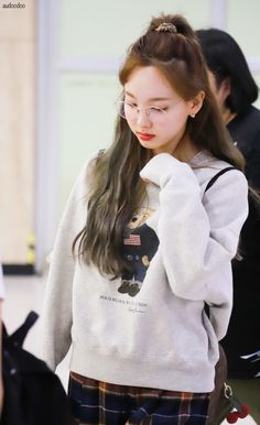 Twice-Nayeon 190908 Gimpo Airport from Japan Airport Fashion Kpop, Kpop Fashion, Daily Fashion, Korean Fashion, Kpop Girl Groups, Korean Girl Groups, Kpop Girls, Twice Korean, Bad Girlfriend