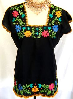dab055b942ae12 Black Blouse Frida Kahlo Floral EMBROIDERED Mexico Hippie Boho Peasant Size  S M Women s Ethnic by MariabonitaCreations on Etsy