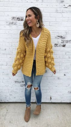 Relaxing Chunky Knit Outfit Ideas to Warm You Up in Cold Weather - Dresses and Outfits # Cool Informations About Knit Cardigan Outfit, Pullover Outfit, Fall Cardigan, Chunky Knit Cardigan, Cardigan Sweaters For Women, Sweater Outfits, Cardigans For Women, Mustard Cardigan Outfit, Dress Outfits