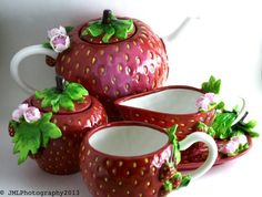 Adorable+full+tea+set+with+in+the+shape+of+giant+strawberries+all+hand+painted+by+Darcy!+Also+included,+matching+wa-loli+outfit!+Impress+your+friends+with+a+tea+party+full+of+strawberry+goodness!+