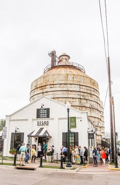 Insider Tips for Visiting Magnolia Table and Magnolia Silos Waco Tx – Foodie travel Magnolia Farms, Magnolia Market, Magnolia Table, Oh The Places You'll Go, Cool Places To Visit, Places To Travel, Travel Destinations, Road Trip Essentials, Road Trip Hacks