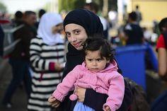 """Een grote groep asielzoekers heeft een bedankbrief geschreven aan het Nederlandse volk. De asielzoekers zijn ontroerd door de gastvrije ontvangst. """"We voelen ons hier al echt thuis"""", zegt asielzoeker NuraMedahi. """"Het was prachtig om te zien dat asielzoekers hier zo welkom zijn"""", zegt Medahi. """"In plaatsen als Steenbergen, Enschede en Geldermalsen zagen we veel mensen met spandoeken. Die kunnen we [...]"""