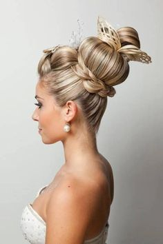 Most stunning wedding hairstyles that will never go out of fashion. Creative Hairstyles, Unique Hairstyles, Up Hairstyles, Romantic Hairstyles, Crazy Hair, Big Hair, Short Hair, Competition Hair, Extreme Hair