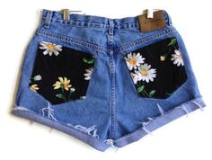 Daisy Pocket High Waisted Denim Shorts Hipster by shortyshorts - clothes - Painted Shorts, Painted Jeans, Painted Clothes, Mode Shorts, Denim Shorts, Waisted Denim, Pocket Shorts, Diy Shorts Pockets, Diy Clothing