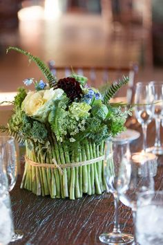 If you are looking for fail-proof and interesting wedding centerpieces, opt for fruit and veggie ones. We've already shared adorable fruit wedding . Edible Centerpieces, Green Centerpieces, Edible Bouquets, Fruit Decorations, Centerpiece Ideas, Centrepieces, Church Wedding Flowers, Fruit Wedding, Asparagus
