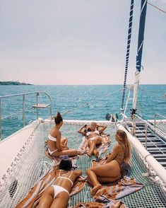 These women are enjoying the day on board a large cataramaran sailboat out on the open ocean. Summer Goals, Summer Of Love, Summer Fun, Men Summer, Summer Beach, Style Summer, Summer Travel, Casual Summer, Summer Vacations