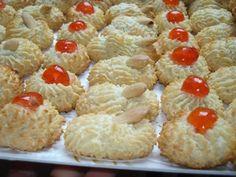 Paste di mandorla di Sicilia. Almond Paste Cookies, Lemon Cookies, Yummy Cookies, Cookie Desserts, Cookie Recipes, Dessert Recipes, Italian Pastries, Italian Desserts, Neapolitan Recipe