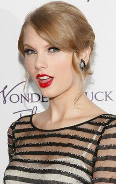 Stunning . Taylor Swift