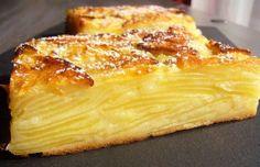 Recette de Gâteau invisible aux pommes . Il vous faut : -  sucre en poudre, gros oeufs, beurre, farine, levure, lait, -pommes