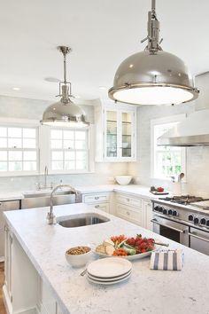 32 + Most Famous Marble Looking Quartz Countertops Gray Quartz Countertops, White Cabinets White Countertops, White Quartz Counter, White Shaker Cabinets, Laminate Countertops, Kitchen Black Counter, Kitchen Counters, Modern Cabinets, Stone Flooring