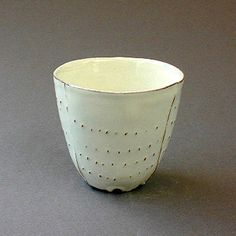Can't tell you the name of the artist, as the site is in Japanese. But the cup is beautiful.