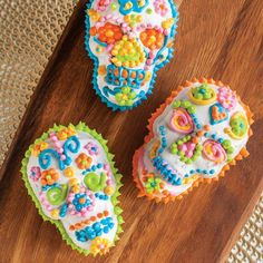 Halloween Table, Halloween Food For Party, Halloween Birthday, Halloween Skull, Halloween Treats, Halloween Jelly, Halloween Pizza, Witch Party, Adult Halloween