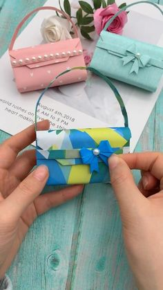Diy Crafts Hacks, Diy Crafts For Gifts, Diy Home Crafts, Diy Crafts Videos, Creative Crafts, Fun Crafts, Diy Gifts With Paper, Diy Paper Bag Gift, Diy Paper Purses