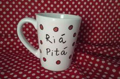 Desayunando con #Riápitá Ó lé Tu #taza musical grabada a mano en http://castanuelas.com https://www.castanuelas.com/es/castanuelas-souvenirs/3309-taza-musical-castanuelas-8403309994483.html… Toca