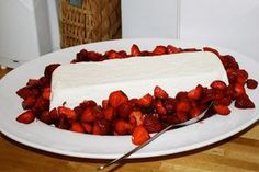 Great dessert with strawberries for the next party Dessert Party, Brunch Party, Snacks Für Party, Party Desserts, Summer Desserts, Fruit Deserts Recipes, Strawberry Desserts, Great Desserts, Desert Recipes