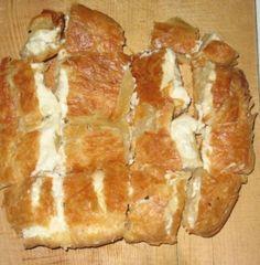 Μια συνταγή για μια υπέροχη και αφράτη μπουγάτσα με τυρί. Αγαπημένη τυρόπιτα για όλη την οικογένεια και για όλες τις ώρες. Υπέροχη και για πρωϊνό και γεύμα