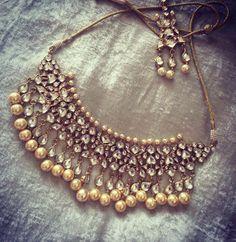 Polki Diamond and Pearl bridal jewellry India Jewelry, Ethnic Jewelry, Antique Jewelry, Indian Wedding Jewelry, Bridal Jewelry, Gold Jewelry, Indian Accessories, Fashion Accessories, Fashion Jewelry