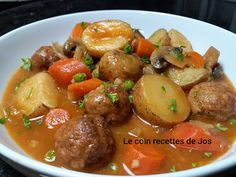 Le coin recettes de Jos: RAGOÛT DE BOULETTES ULTRA RÉCONFORTANT Kebab Recipes, Lentil Recipes, Potato Recipes, Pork Recipes, Cooking Recipes, Beef Recipes For Dinner, Ground Beef Recipes, Creamy Chicken Stew, Confort Food