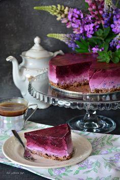 Jogurtowiec jagodowy w wersji fit, który dodatkowo posiada wizualny efekt ombre - genialny deser, który zawiera bardzo mało kalorii, sprawdź :)
