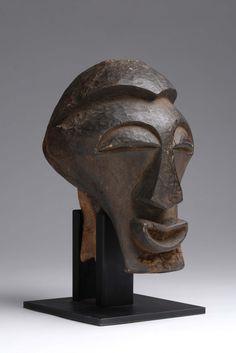Imposante tête masculine Songye Kalebwé..., Art Africain & Oceanien à Salle des ventes de Chinon