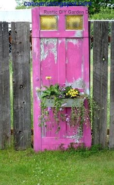 Reusing Old Doors repurposed Bathroom repurposed Garden repurposed Plastic repurposed Shelves repurposed Small Salvaged Doors, Old Doors, Repurposed Doors, Repurposed Furniture, Diy Garden Decor, Garden Art, Garden Decorations, Herbs Garden, Easy Garden