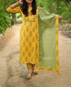 Cotton Dress Indian, Dress Indian Style, Indian Dresses, Anarkali Kurti Cotton, Anarkali Churidar, Anarkali Suits, Salwar Kameez, Simple Kurta Designs, Kurta Designs Women