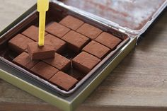 Japanese chocolate maker opens popup shop inside Japanese market with plans for a more permanent store. Royce Chocolate, Chocolate Pops, Best Chocolate, Delicious Chocolate, Marzipan, Fudge Recipes, Dessert Recipes, Walnut Fudge Recipe, Yummy Snacks