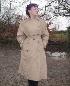 Raincoats For Women Simple Green Raincoat, Hooded Raincoat, Mackintosh Raincoat, Best Rain Jacket, Rain Fashion, Women's Fashion, Burberry Trench, Trench Coats, Rain Coats