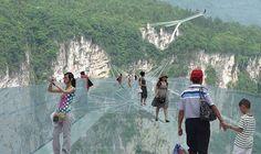 China anunció a bombo y platillo la consecución de una enorme obra que permitía al ser humano volar sobre los cañones de Avatar con cámara en mano mientras el aire fresco del parque natural de Zhangjiajie acariciaba sus caras. Esa promesa fue posible, pero sólo durante 13 días.