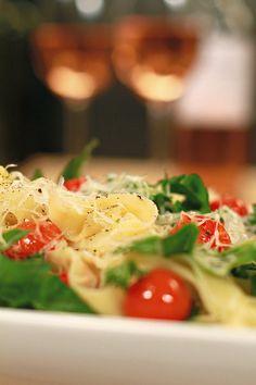 Die Nataniël Tafel (episode 1): Linguine met jongtamaties | SARIE Pasta Noodles, Linguine, Seaweed Salad, Pasta Salad, Pasta Recipes, Salads, Pizza, Bread, Ethnic Recipes