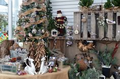 Woodland Christmas McDonald Garden Center use small pallet for hanging