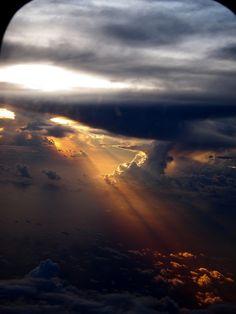 Луч в облаках