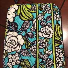 Vera Bradley Tablet Case Never before used, in excellent condition! Zipper goes all the way across the top and about 3/4 of the way down one side. Vera Bradley Accessories Tablet Cases