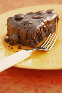Okkerneutsjokoladekoek met nougat-sjokoladeversiering | SARIE | Walnut chocolate cake with nougat icing