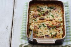 creamy fish and potato casserole. Sin Gluten, Easy Weekday Meals, Good Food, Yummy Food, Oven Dishes, Potato Casserole, Fish And Seafood, Quiche, Stew